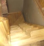 Лестница из массива дерева в доме