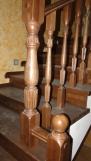 Лестница из бука с фигурными балясинами (21 фото)