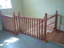 Деревянные лестницы с перилами на второй этаж