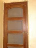 Двери со стеклом из дерева