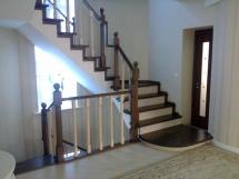 Лестница из массива с контрастной отделкой (13 фото) - №29