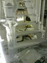 Лестница на чистовом деревянном косоуре