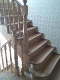 Лестница из светлого дерева