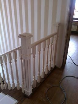 Лестница на косоуре из ЛВЛ, ступени и ограждения - массив дуба