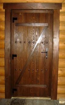 Дверь входная из массива дерева