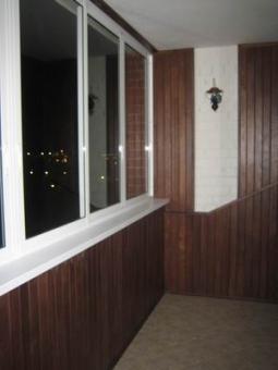 Обшивка балкона, лоджии деревом