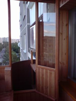 Отделка балконов и лоджий натуральным деревом