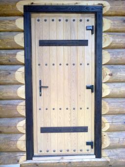 Дверь входная для загородного дома