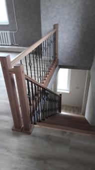 Лестница комбинированная с ковкой