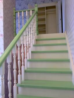 Лестница на чистовом деревянном косоуре из массива сосны