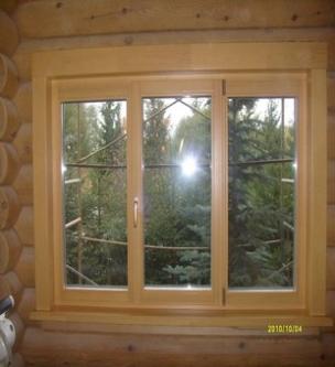 Трехстворчатое окно из дерева