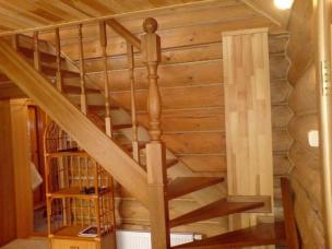 Деревянная лестница из дуба на второй этаж