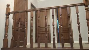 Двери из бука. Лестница с отделкой