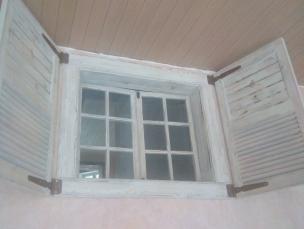 Окна со ставнями в стиле Прованс, модель 4