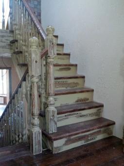 Лестница с перилами в стиле Прованс, модель 2