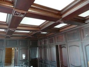 Декорирование потолков элементами дерева