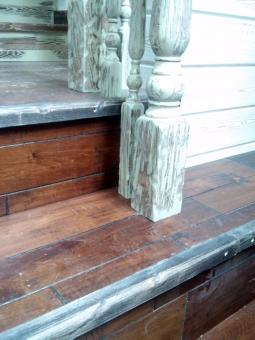 Лестница в стиле Прованс (ступени из массива), модель 21