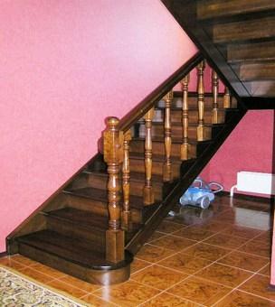 Деревянная лестница из берёзы на второй этаж