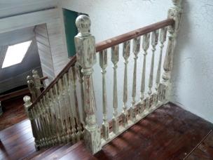 Лестница в стиле Прованс с площадкой, модель 18
