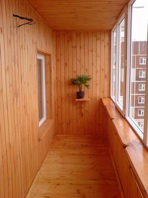 Обшивка вагонкой - фото отделки балкона внутри